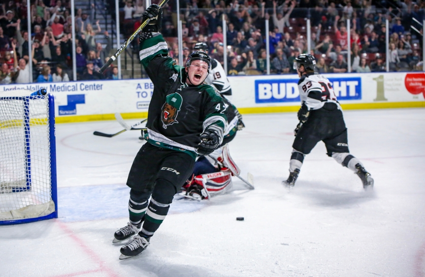 Utah Grizzlies vs Rapid City: Fight, Score, Celly